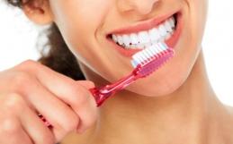Qual è il metodo corretto per spazzolare i denti?
